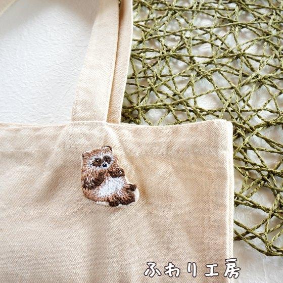 タヌキ 刺繍 狸 ブローチ 刺繍ブローチ ハンドメイド ハンドメイドアクセサリー 写真 画像