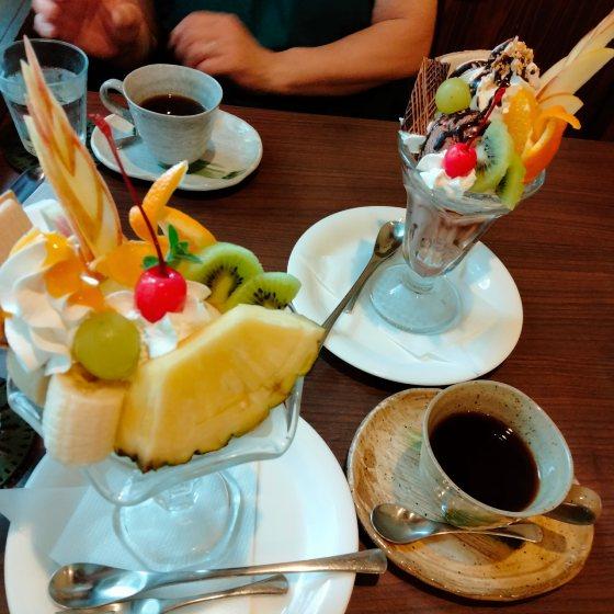 カフェ コレクター 八女 福岡 写真 画像 フルーツパフェ チョコパフェ
