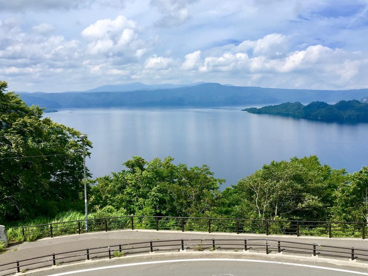 発荷峠から望む十和田湖