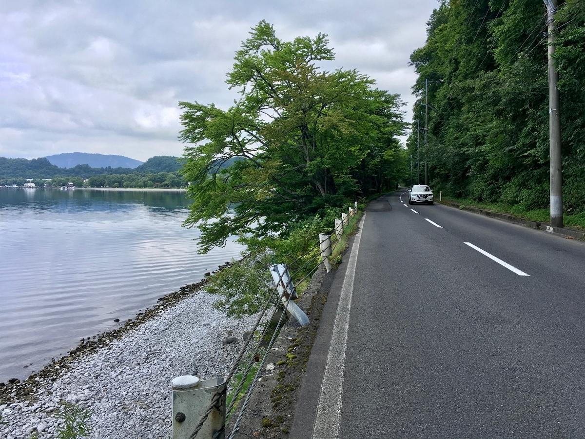 十和田湖畔の道路