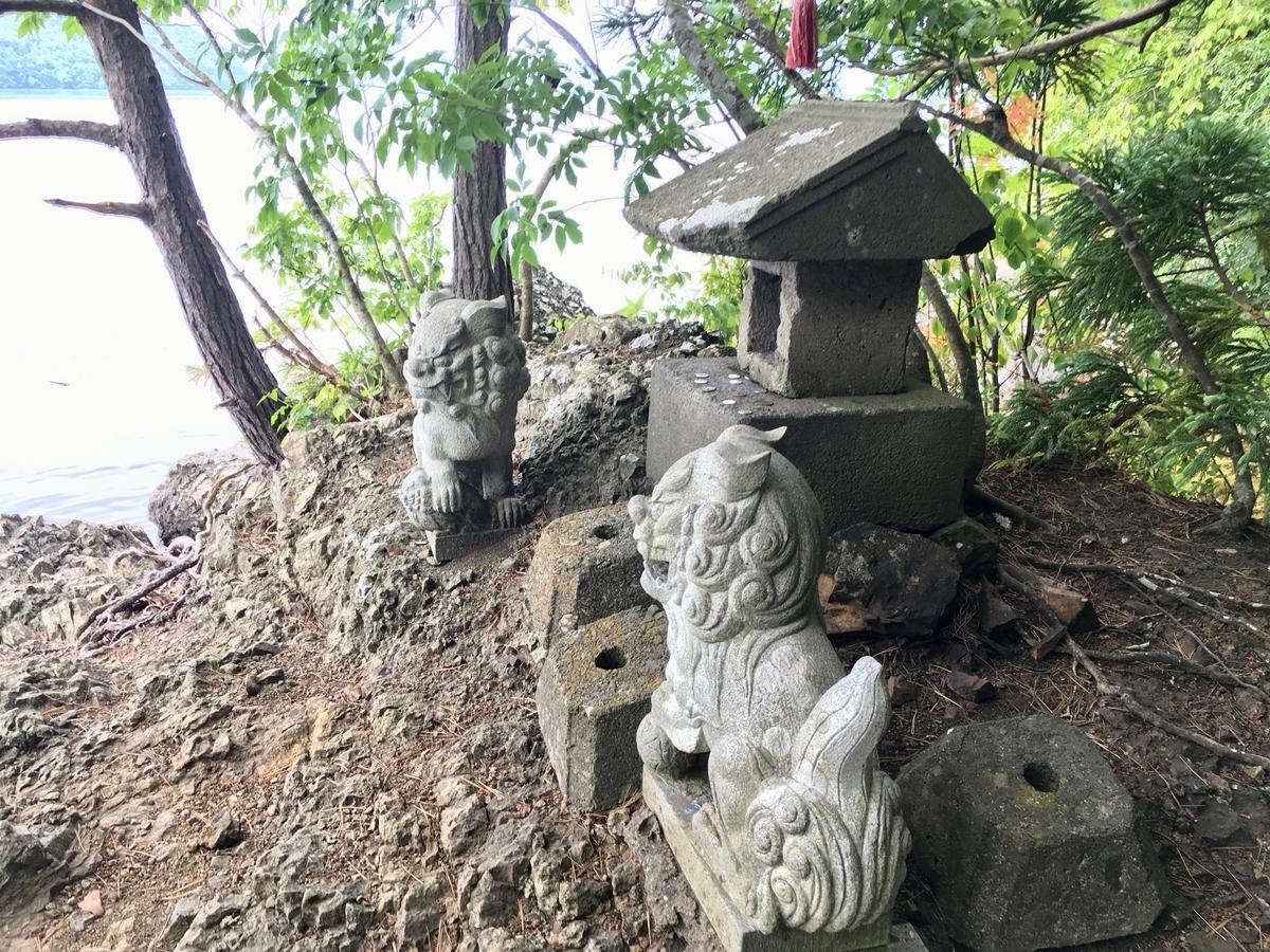 可愛らしい祠の松倉神社