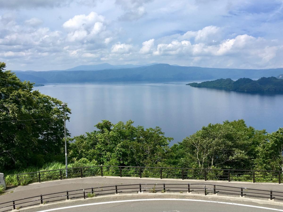 発荷峠展望台から望む十和田湖