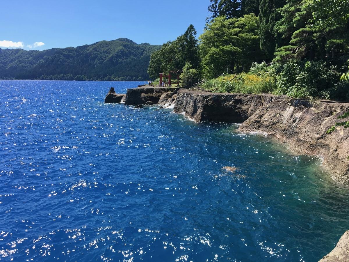 御座石神社付近の田沢湖