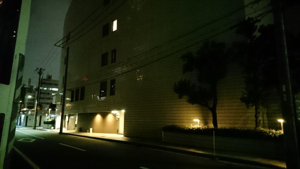 会場の裏口