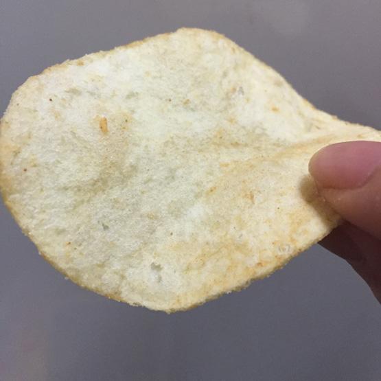 ポテトチップス九州しょうゆ味の表面です