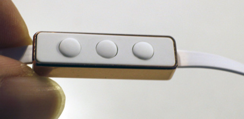 SudioのVasaのケーブル途中にあるボタンの画像