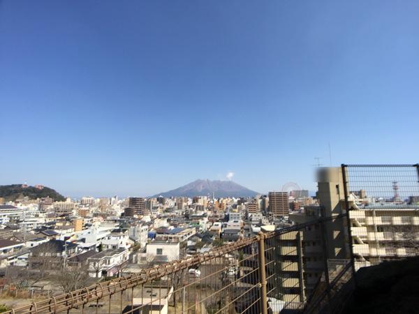 Aukeyのワイドレンズを付けた状態での桜島の画像