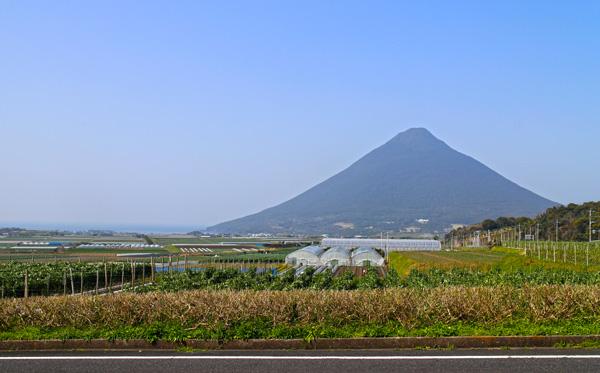 指宿市内から見る開聞岳