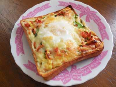 鮭と卵のチーズトースト