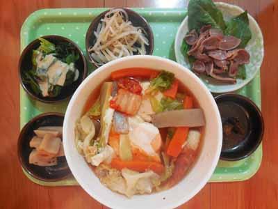 豆腐と卵と野菜のキムチ鍋