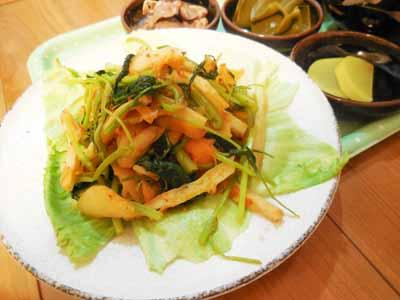 蕪菜(抜き菜)と人参と竹輪のキムチ炒め