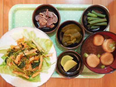 蕪菜(抜き菜)と人参と竹輪のキムチ炒めの痛風ケアメニュー