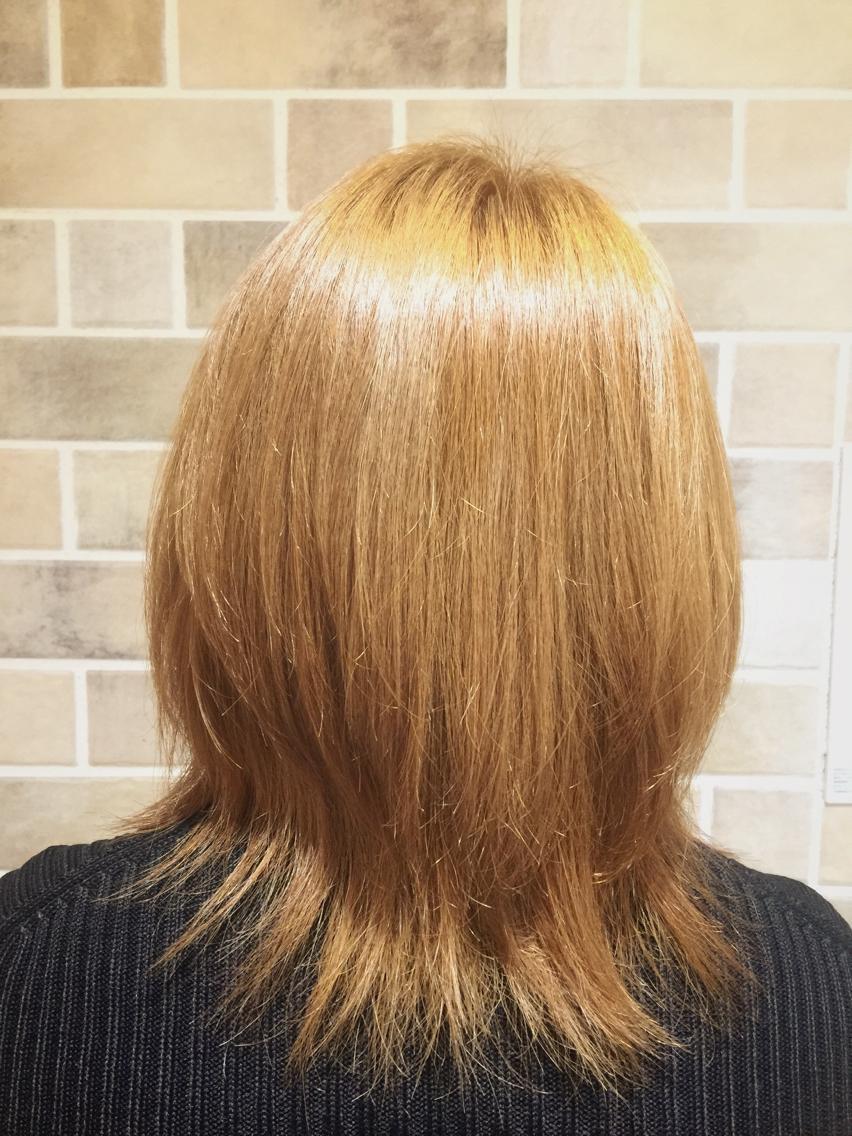ゴールド 色 ピンク 髪