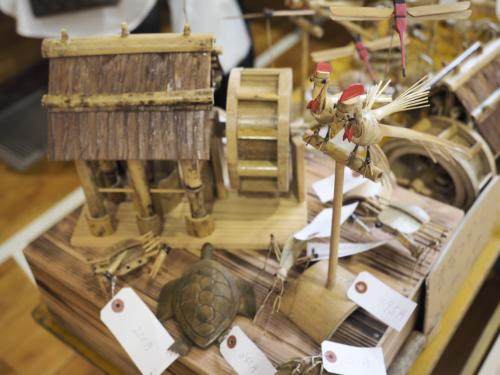 精巧な木工作品