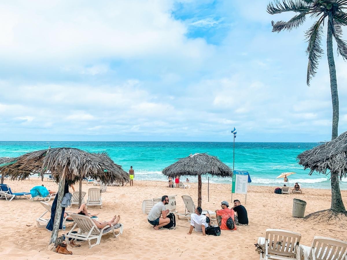 青い海のサンタマリアビーチ
