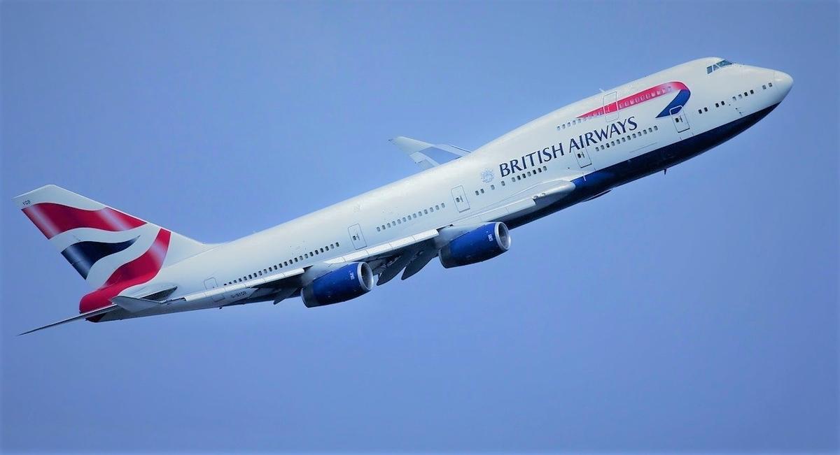 British Airwaysの飛行機が飛んでいる様子
