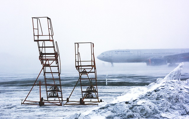 雪の日の空港