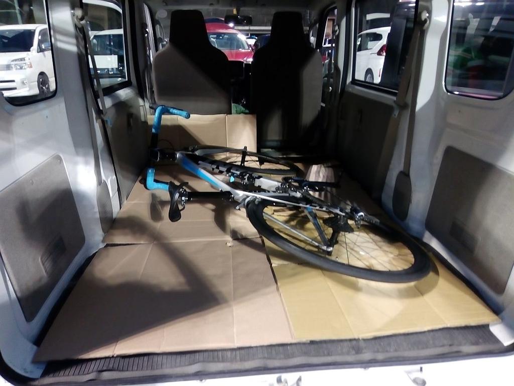 トランポへのロードバイクの積み方
