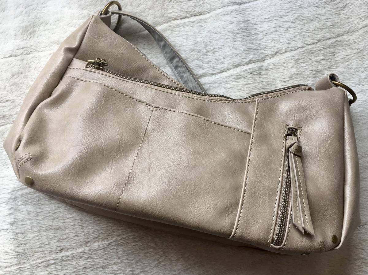 ポケットの多いショルダーバッグ