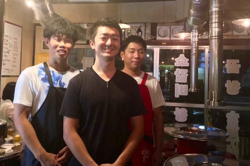 ガチめ韓国式の大衆焼肉! ドラム缶で肉焼いて、やかんでマッコリを注ぐのだ!【京都】