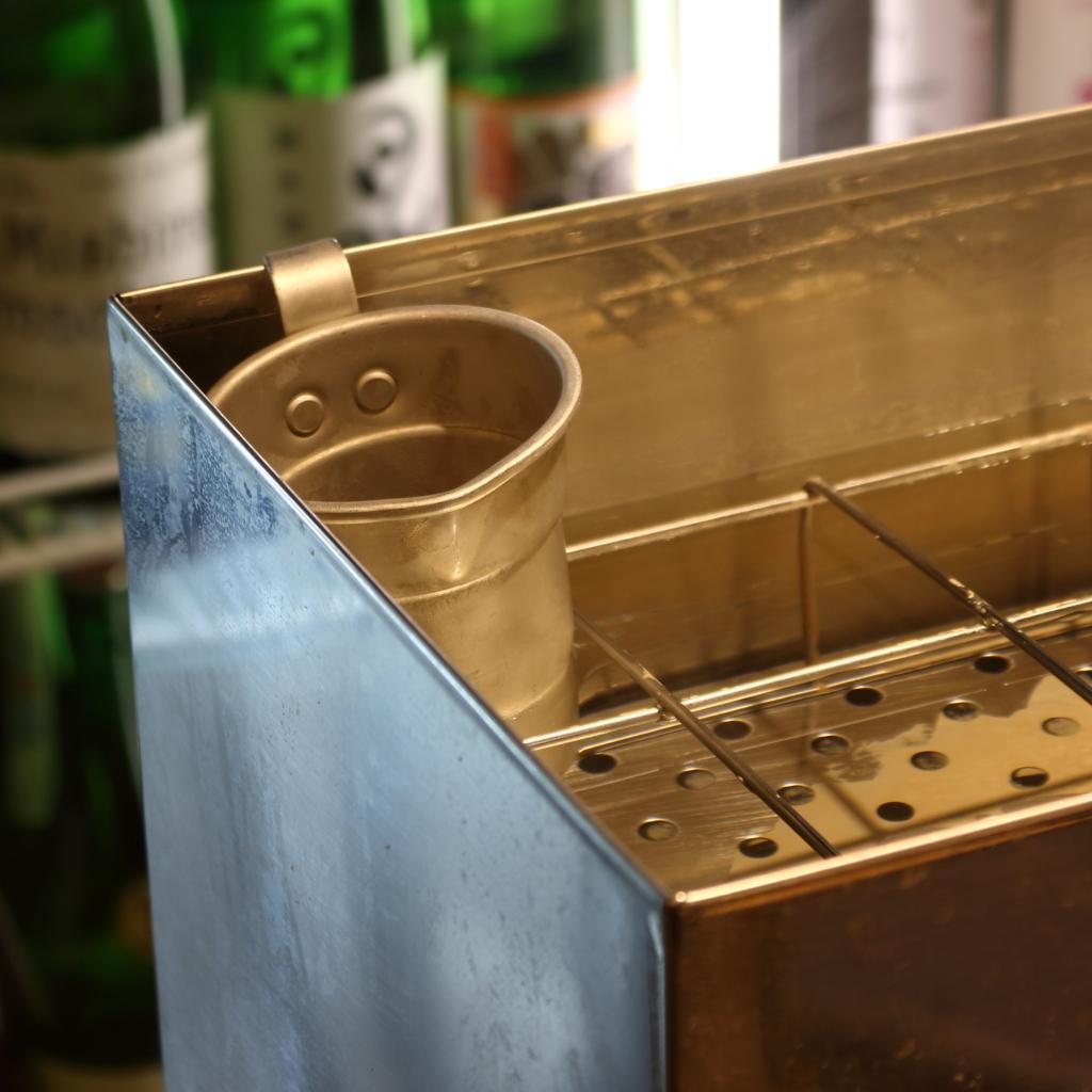 日本酒の価格破壊!?約200種類が30分486円でセルフ飲み放題!「蔵元直送酒場 上よし」【大阪】