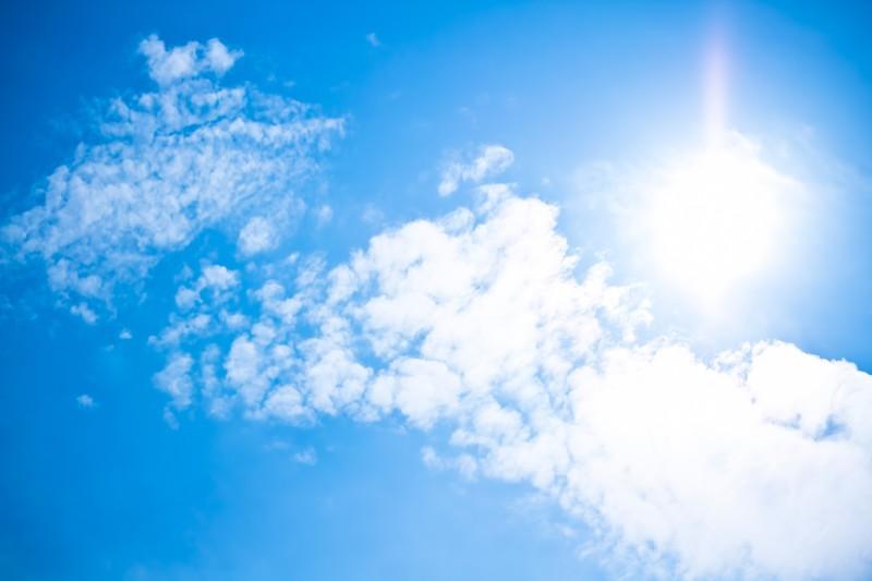 太陽による強い日差し