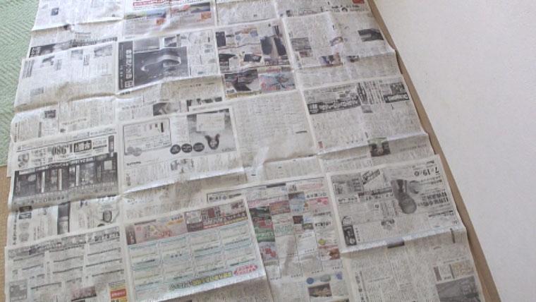 新聞紙を準備する