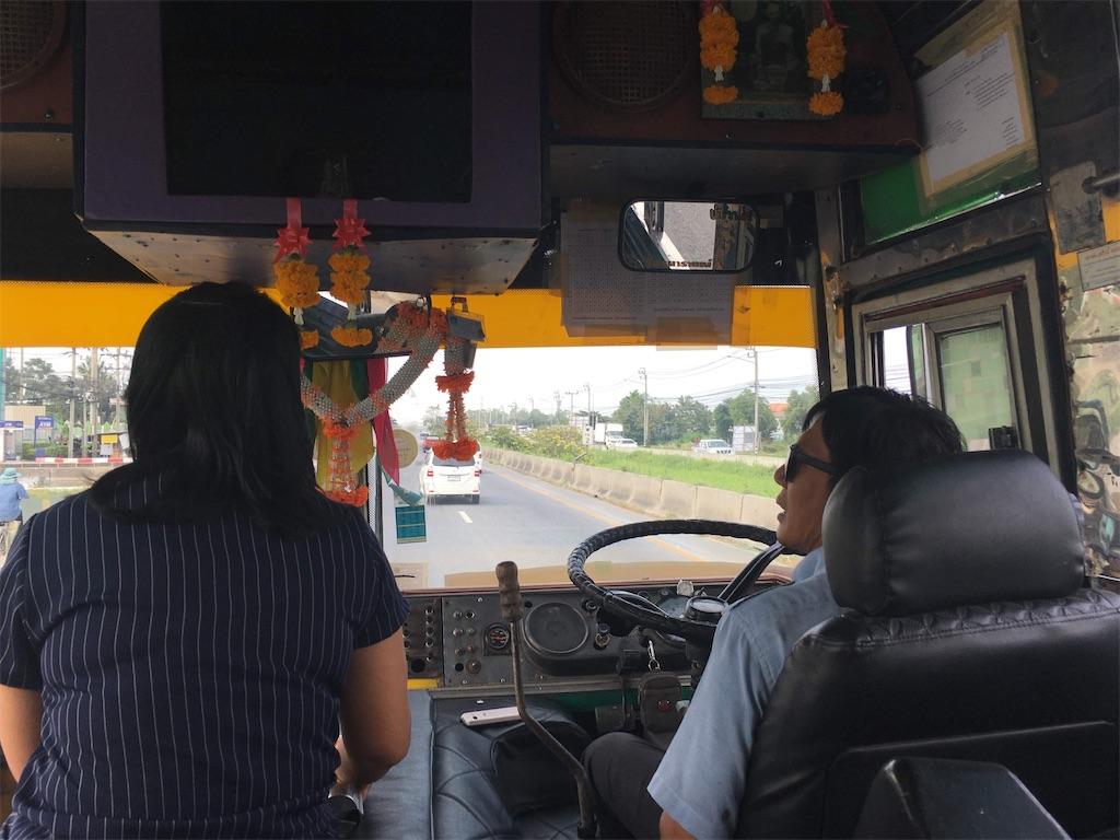 タイのバス運転手の写真