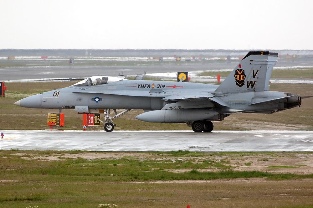 VMFA-314 F/A-18A++ VW-01/162400