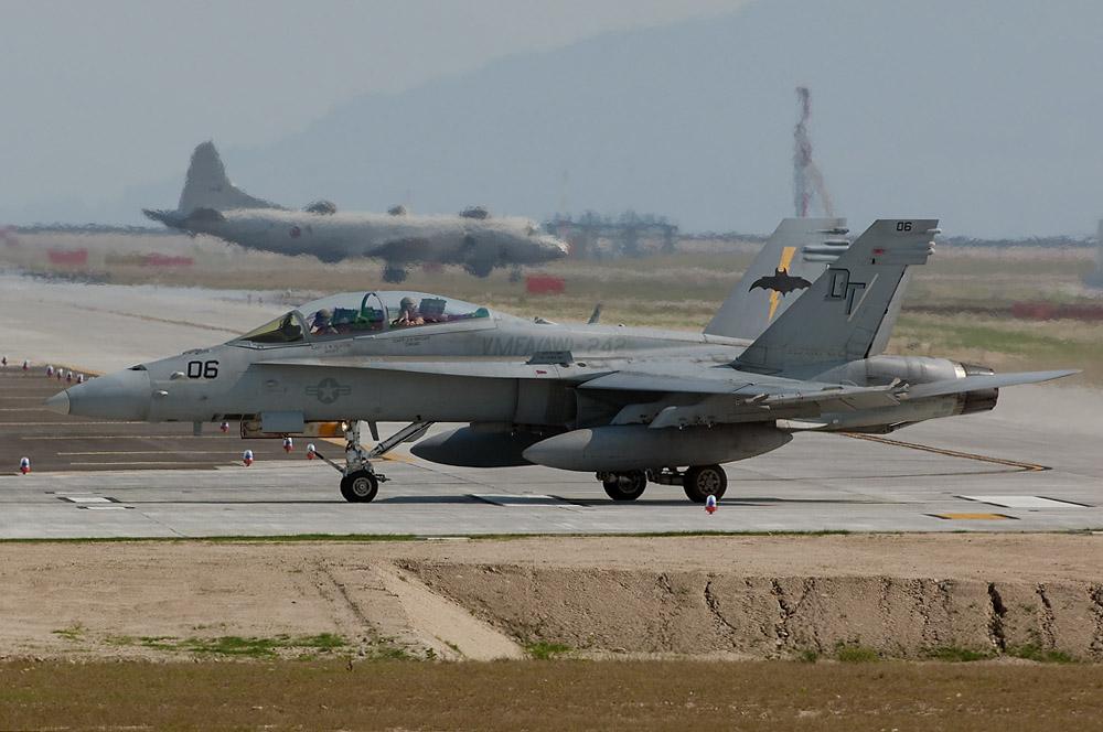VMFA(AW)-242 F/A-18D DT-06/164953