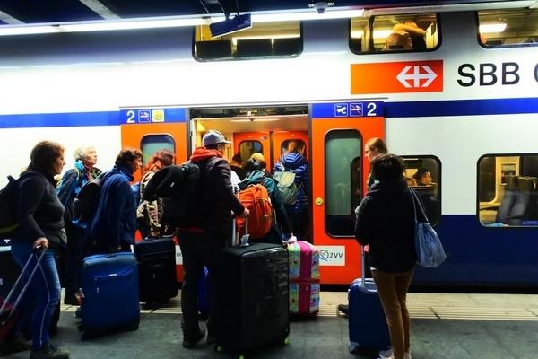 sbb電車に乗る乗客たち