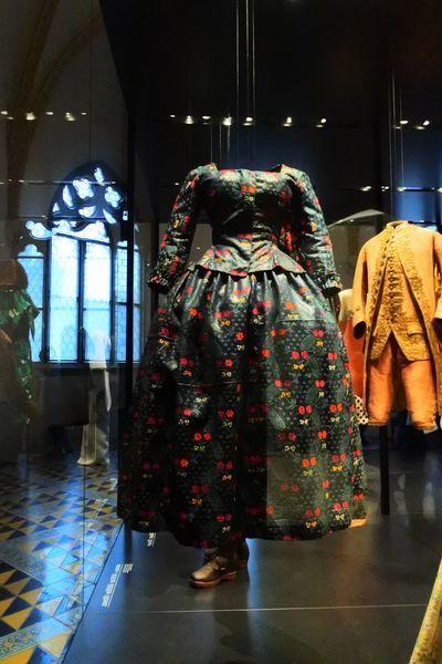 スイス国立博物館にあった昔のドレス