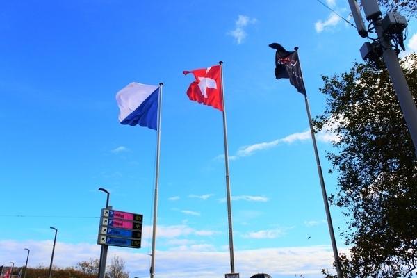 フェリー乗り場にあった国旗