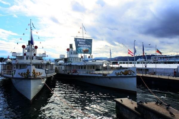 チューリッヒフェリー乗り場にあったワイン船