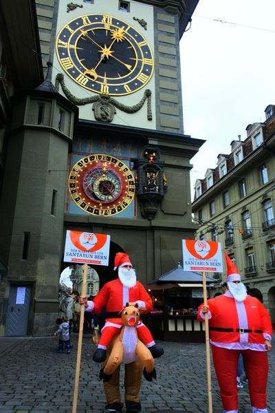ベルンの時計台とサンタ