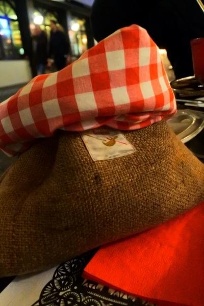 スイス・コッヒ・レストランの可愛いバッグに入ったじゃがいも