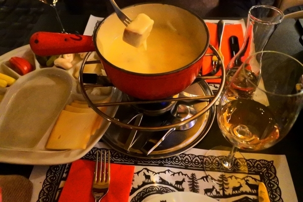 スイス・コッヒ・レストランのチーズフォンデュ