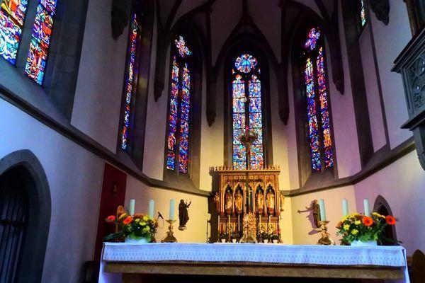 聖フロリン大聖堂の素敵なステンドガラス