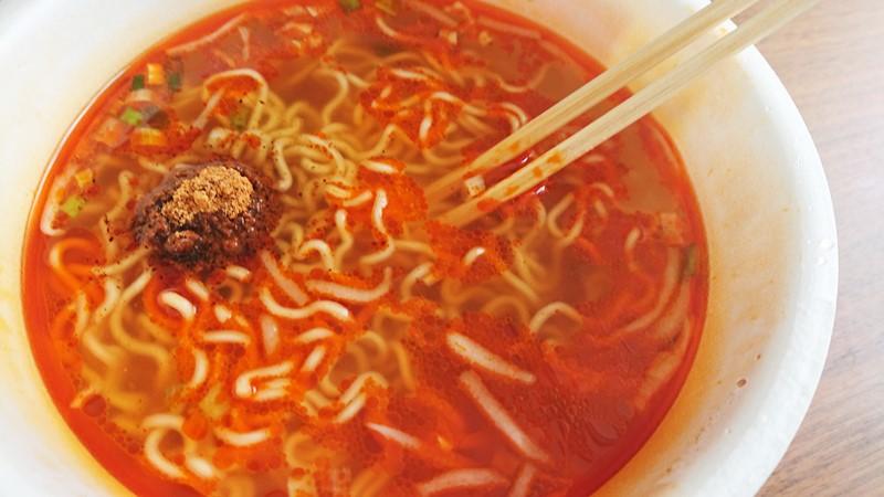 【おススメ★4】香味徳鳥取ゴールドレッドスパイシーのカップ麺を食べた感想スパイス入り