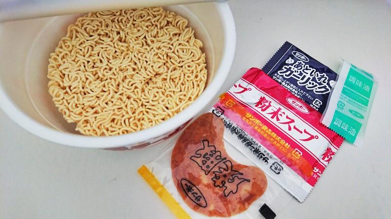 【レビュー】焼豚ラーメン ペペロンチーノ味の中身