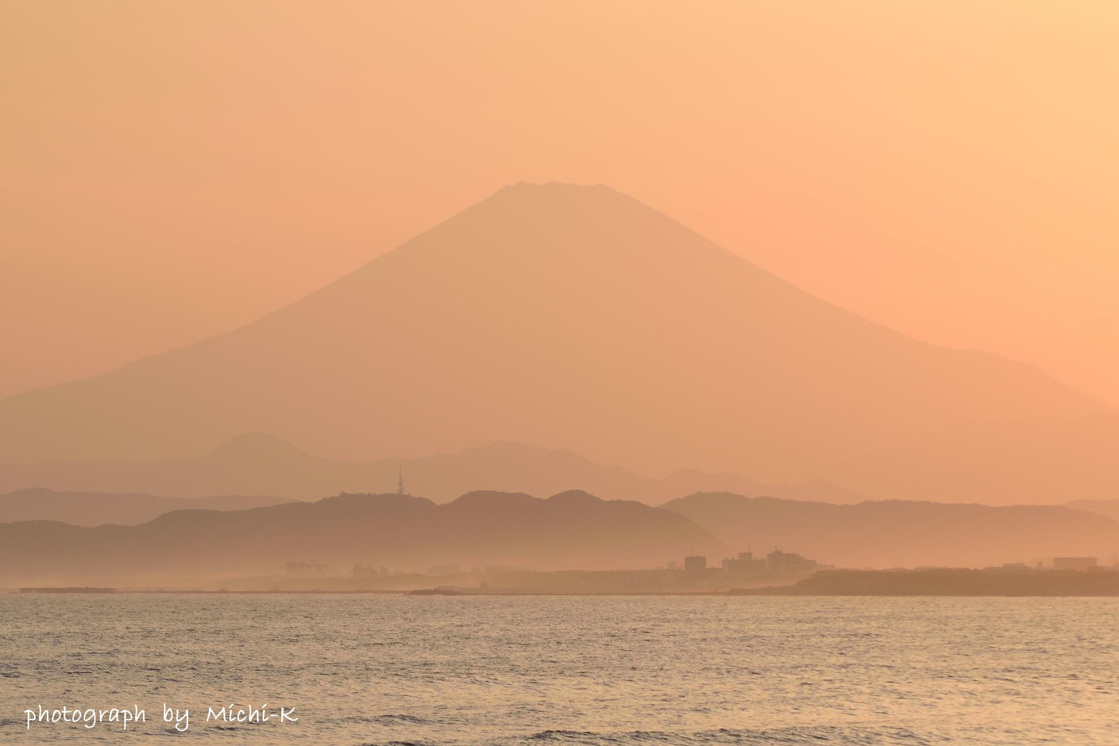 江ノ島・西浜海水浴場-1、富士山を臨む