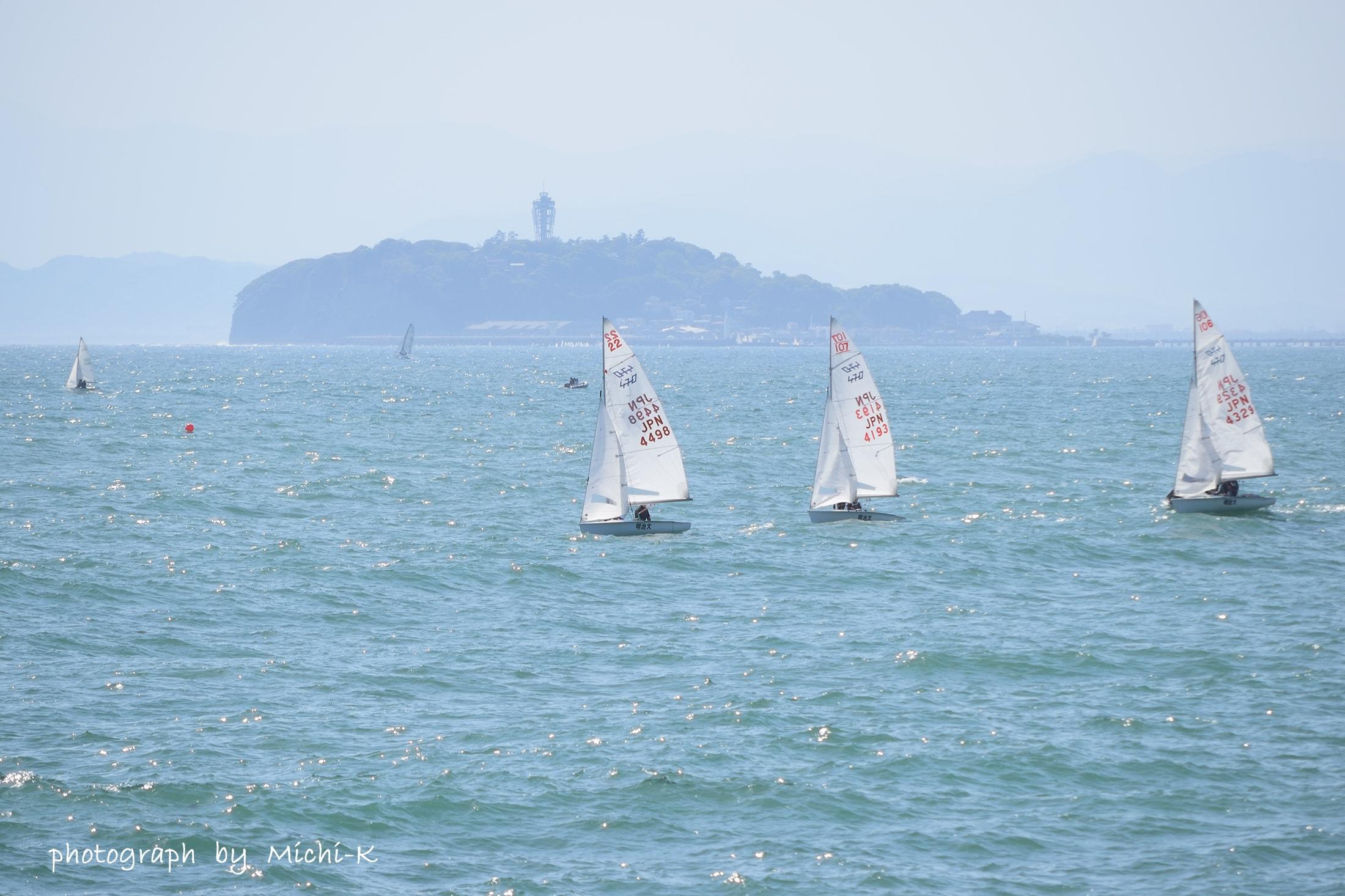 葉山港から江ノ島を臨む
