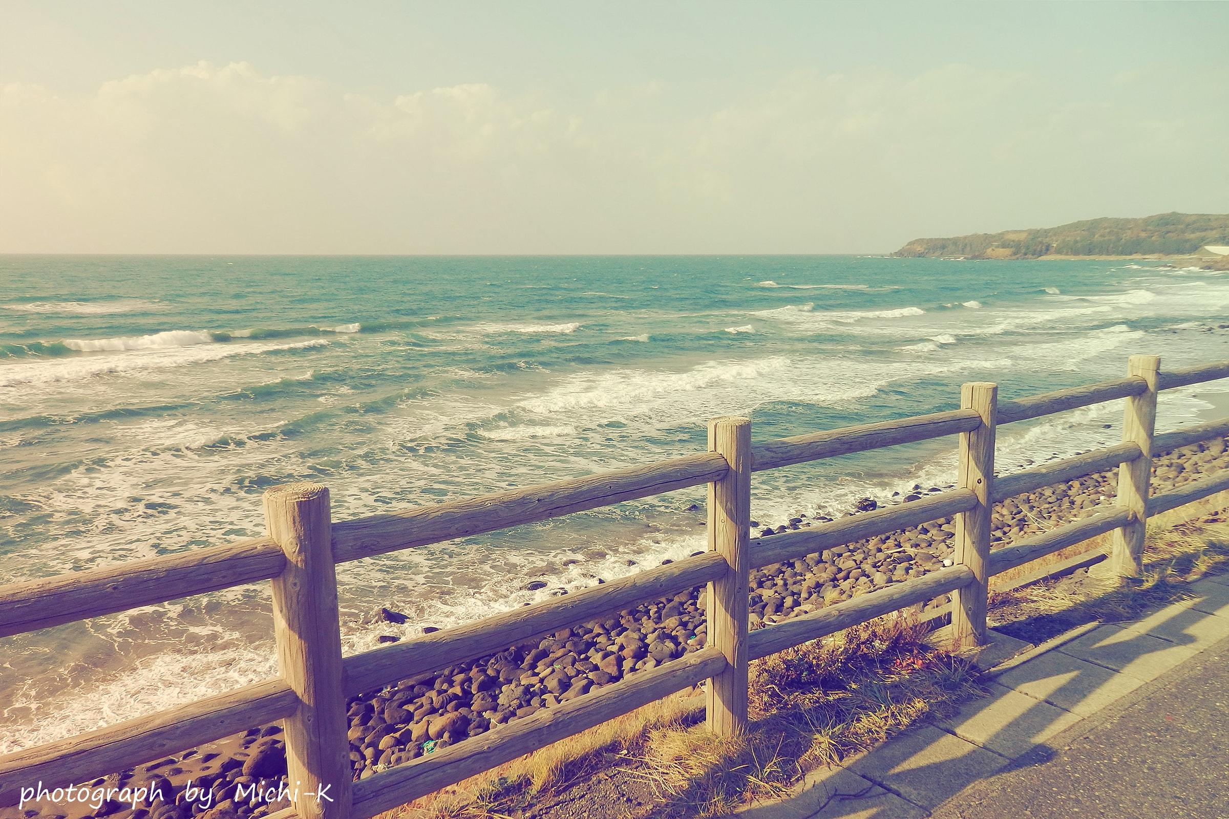 海沿いのバス停-4