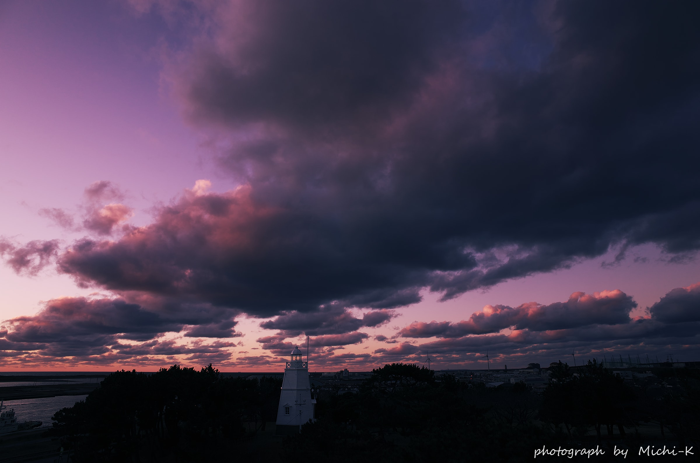 酒田市、日和山六角灯台と夕焼け