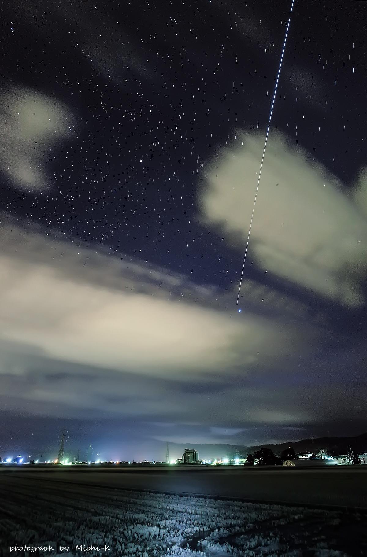 国際宇宙ステーション(ISS)の軌跡 2017年1月1日、撮影場所は山形県酒田市