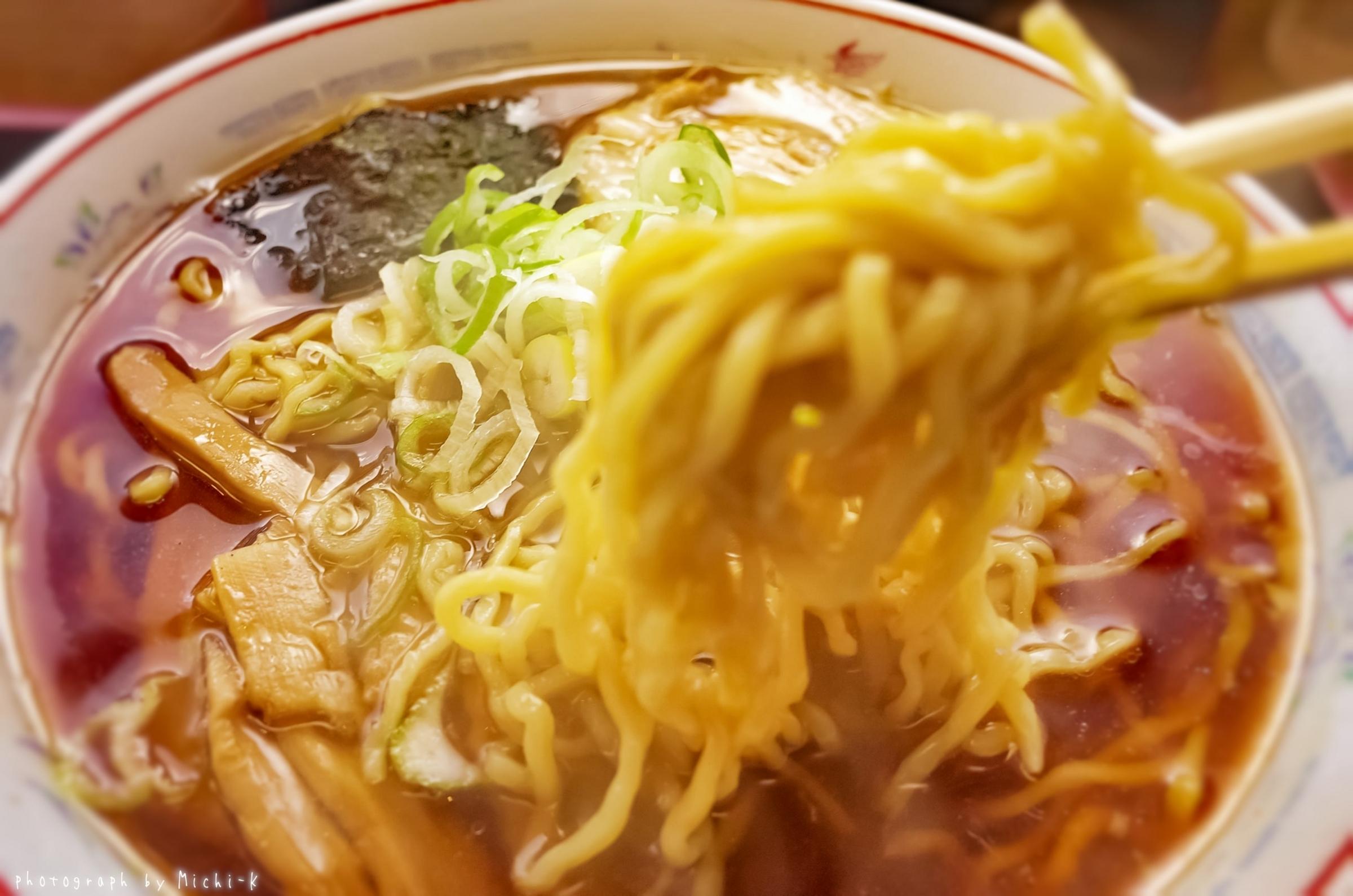 鶴岡市、米の粉の滝ドライブイン。  「あさひ満々ラーメン、細麺」-2