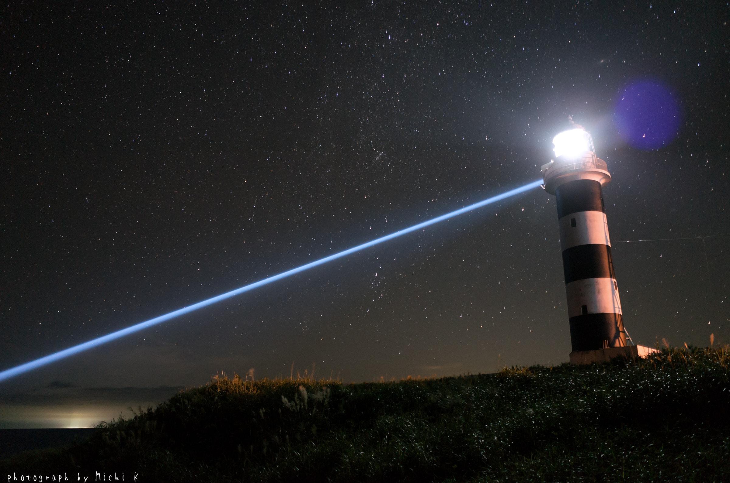 入道埼灯台、岩礁を照らす照射灯