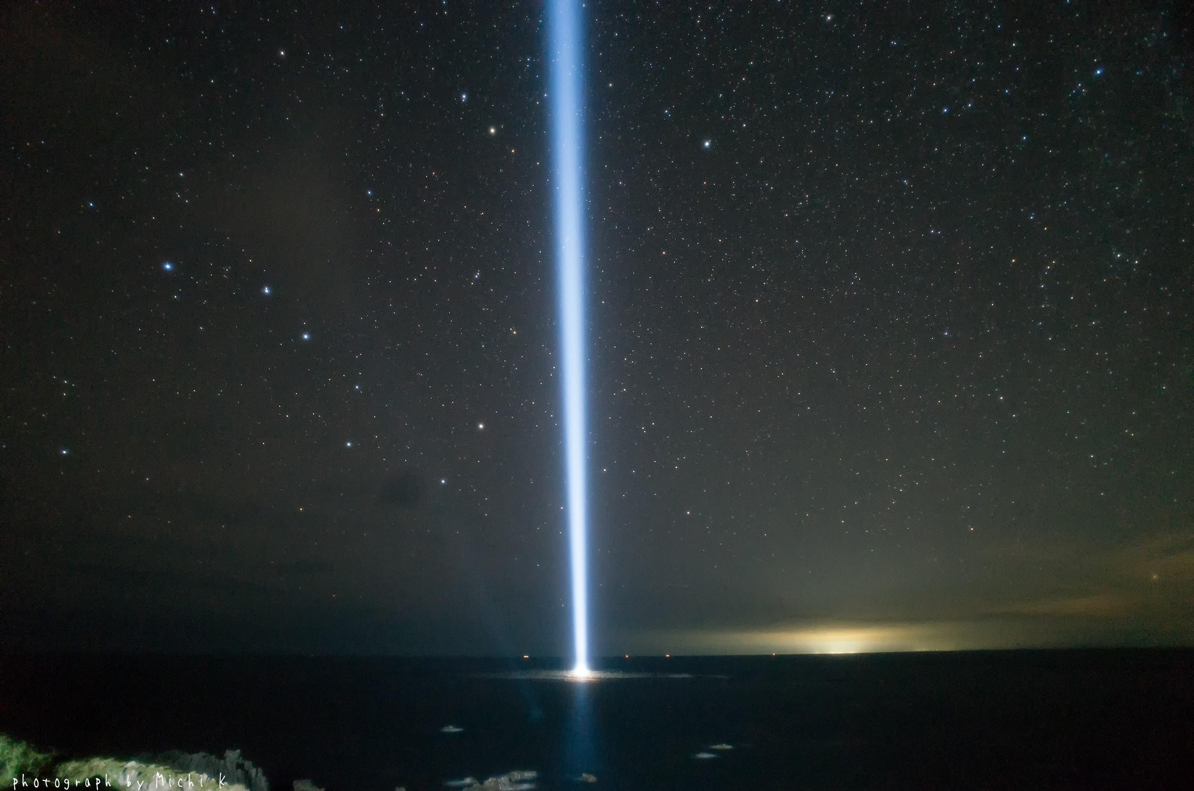 入道埼灯台、照射灯が空を切り裂く