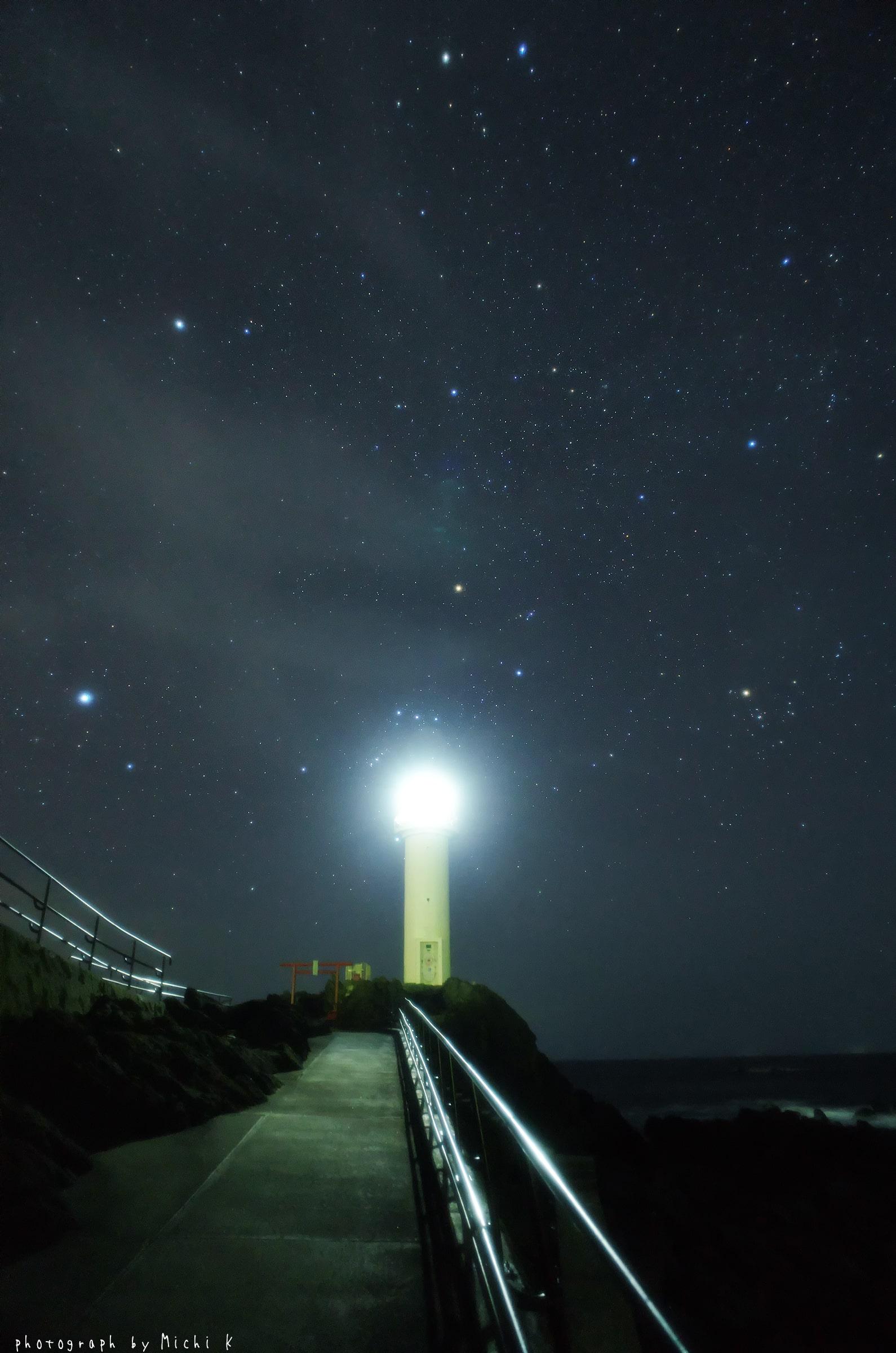 鼠ヶ関灯台とオリオン座(写真その2)