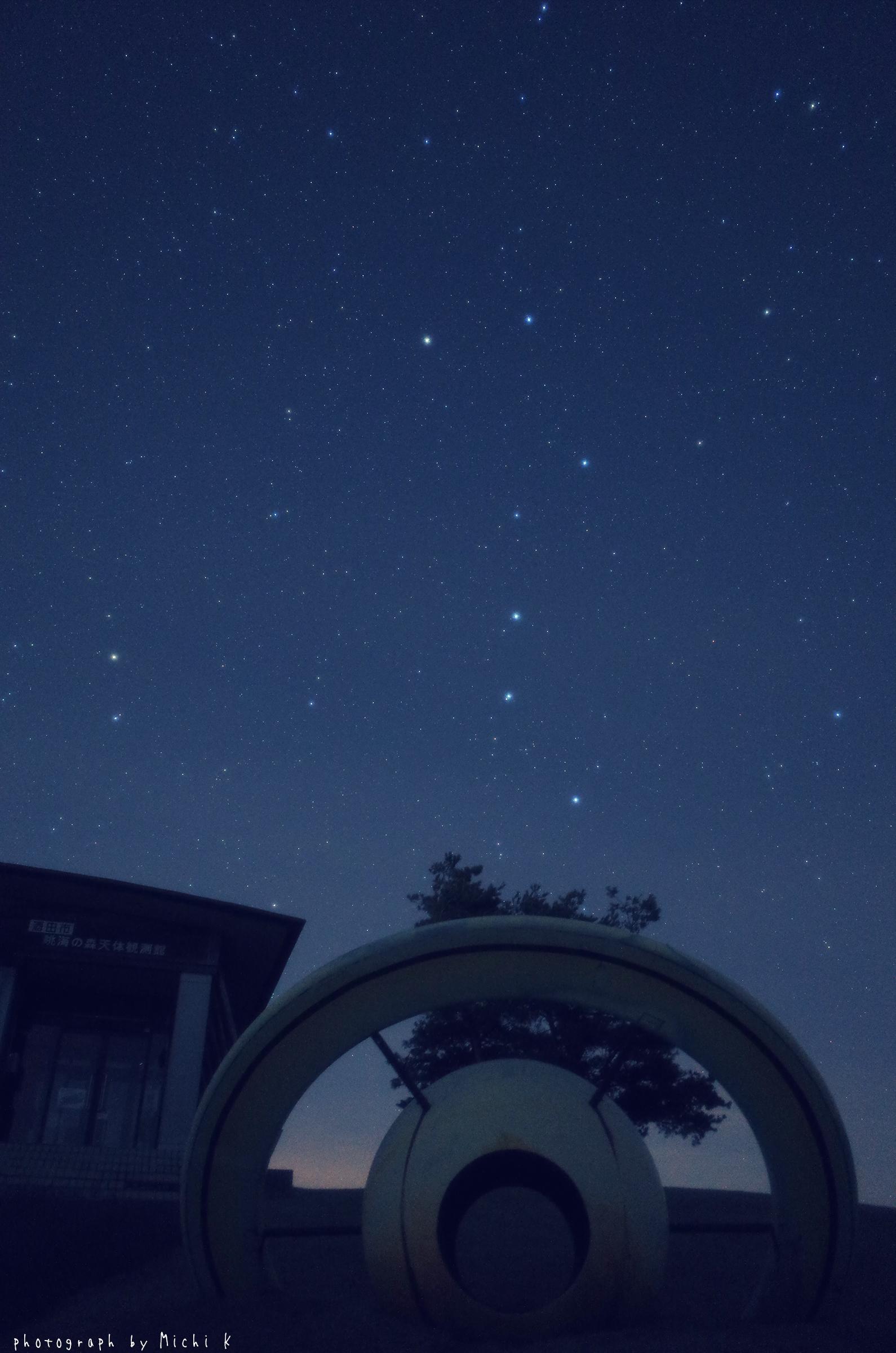 眺海の森で土星モニュメントと北斗七星